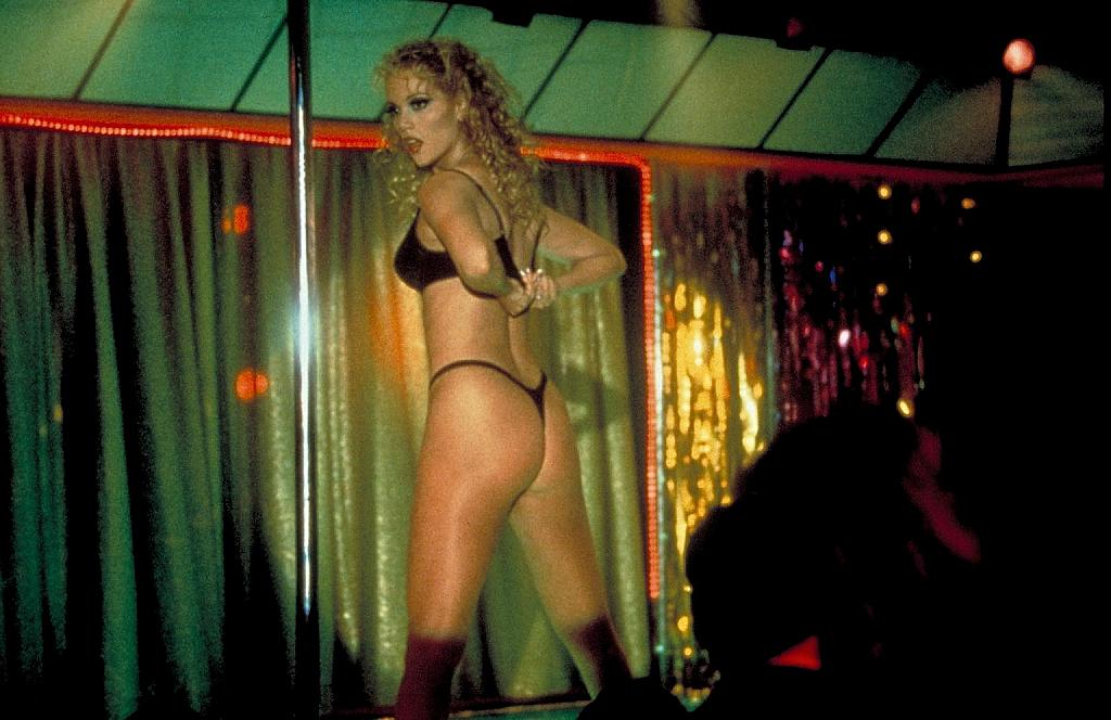 showgirls-191229l