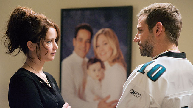 'Silver Linings Playbook' starts off promisingly, but has trouble sustaining its energy