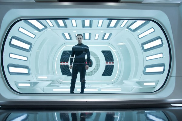 star-trek-into-darkness-benedict-cumberbatch-3-600x399