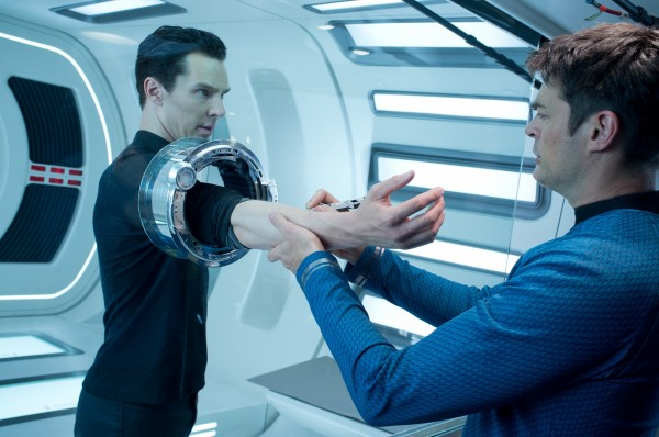 star-trek-into-darkness-benedict-cumberbatch-karl-urban-600x398