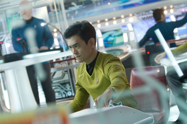 star-trek-into-darkness-john-cho-600x399