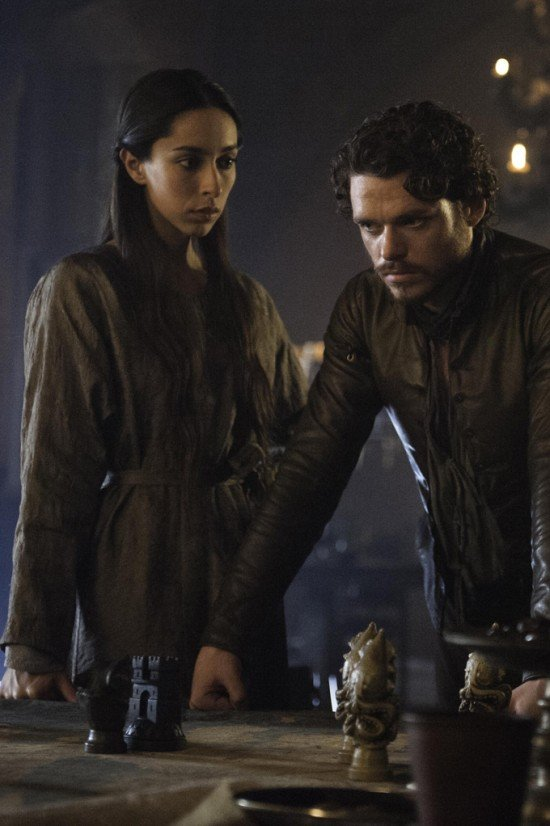 Game-of-Thrones-Talisa-Maegyr-and-Robb-Stark-550x826