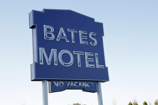 0a2-the-bates-motel-sign