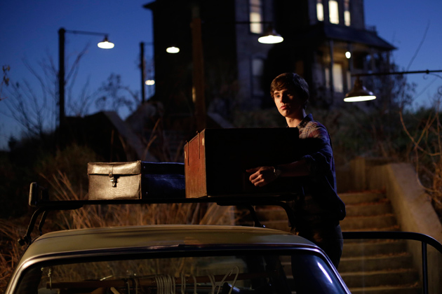 17-norman-bates-moves-into-his-new-home