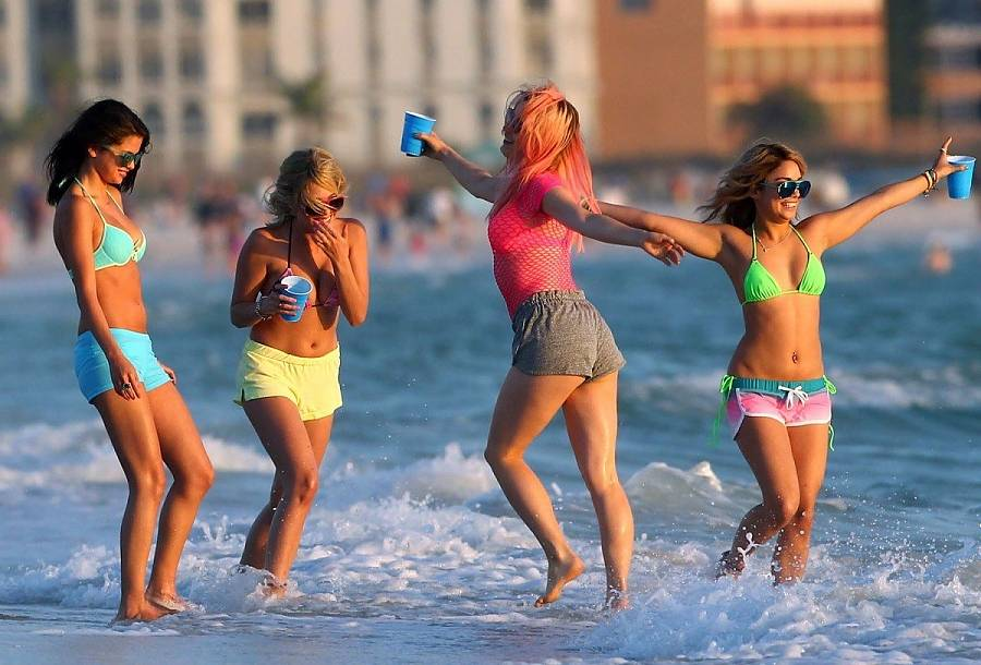 SPRING-BREAKERS-Image-02 (1)