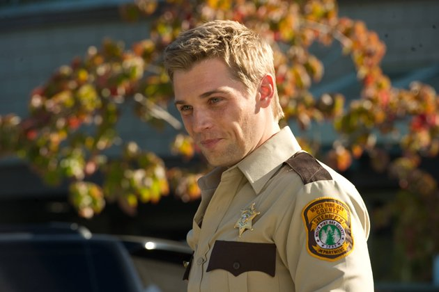 06-mike-vogel-as-deputy-zack-shelby