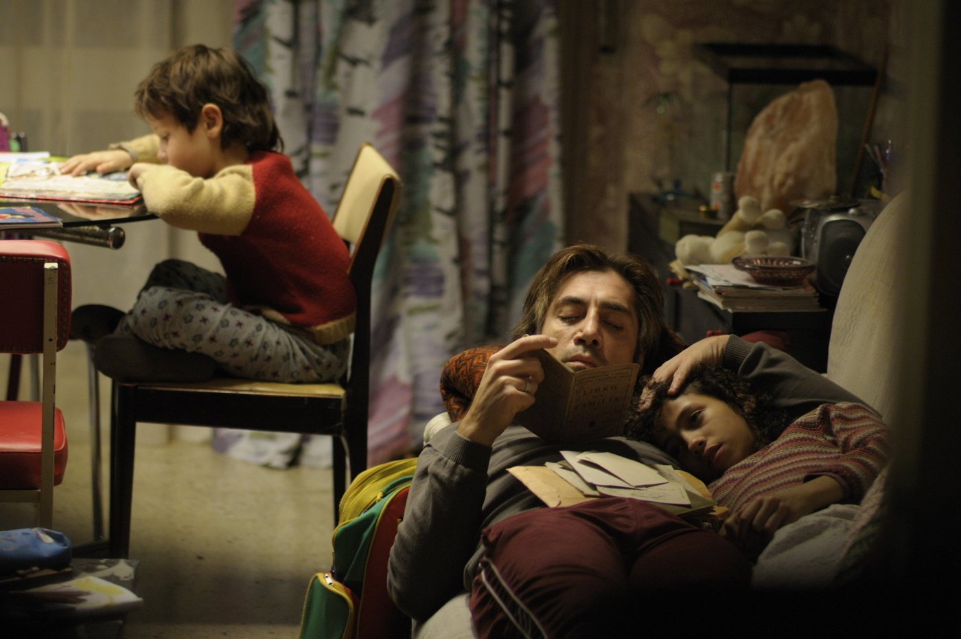 Biutiful (Guillermo Estrella, Javier Bardem & Hanaa Bouchaib)