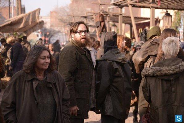 Revolution-Episode-1-15-Home-Promotional-Photos-revolution-2012-tv-series-34192950-595-398