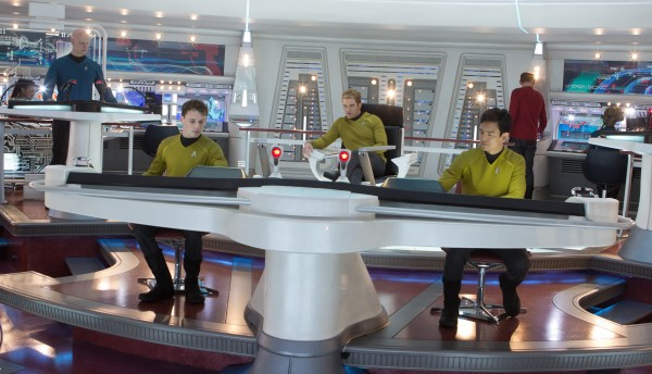 star-trek-into-darkness-bridge-600x344