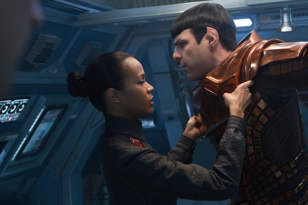 star-trek-into-darkness-zoe-saldana-zachary-quinto-600x400