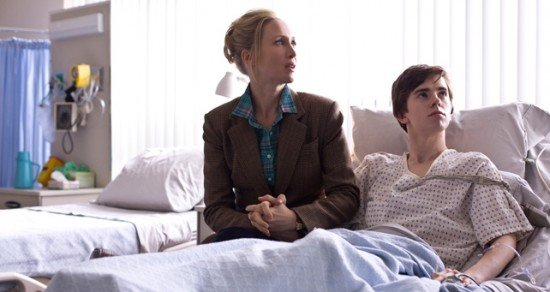 whats-wrong-with-norman-bates-motel-whats-wrong-with-norman-freddie-highmore-vera-farmiga