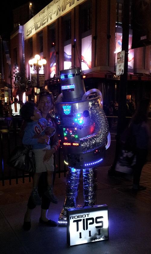 Robot street performer, SDCC 2013