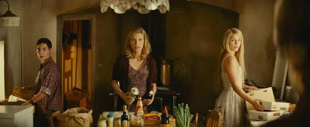 family-movie-trailer-0642013-192254