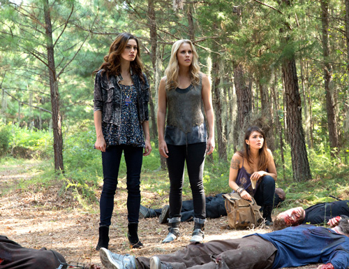 The Originals, Sinners and Saints, Claire Holt, Phoebe Tonkin