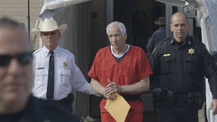 """Jerry Sandusky is escorted to court in """"Happy Valley"""""""
