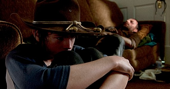 Chandler-Riggs-and-Andrew-Lincoln-in-The-Walking-Dead-season-4-episode-9