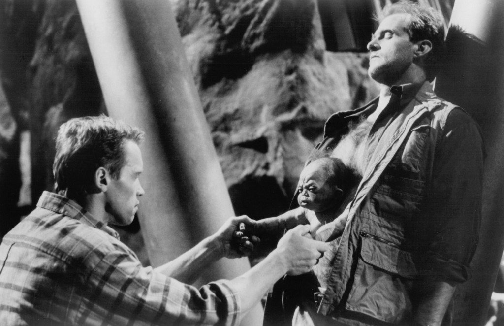 still-of-arnold-schwarzenegger-and-marshall-bell-in-total-recall-(1990)-large-picture