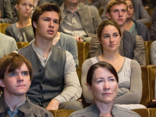 -Divergent-2014-Stills-ansel-elgort-35391309-534-401