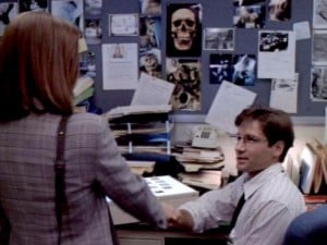 Gillian Anderson & David Duchovny in The X-Files Ep 1.01 'Pilot'