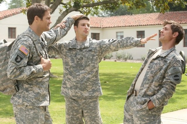 Enlisted S01E01