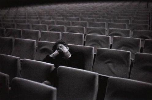 tom-waite-in-empty-cinema