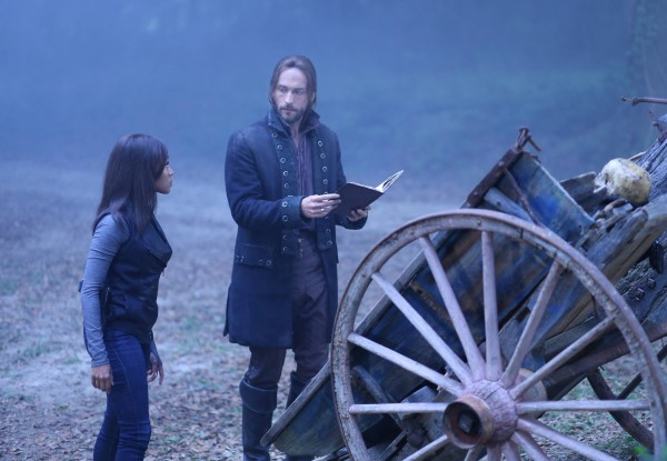 Sleepy_Hollow_Kindred_Abbie_Ichabod_Summoning