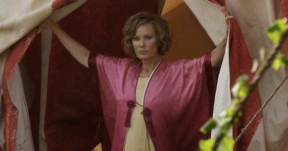 Jessica-Lange-in-season-4-episode-1