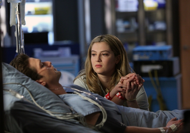 "RED BAND SOCIETY: L-R: Hunter (Daren Kagasoff) and Kara (Zoe Levin) in ""The Guilted Age"" episode of RED BAND SOCIETY airing Saturday, Jan. 31 (9:00-10:00 PM ET/ PT) on FOX. CR: Guy D'Amica / FOX. © 2014 Fox Broadcasting Co."