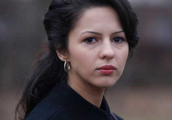 Annet Mahendru as Nina Sergeevna
