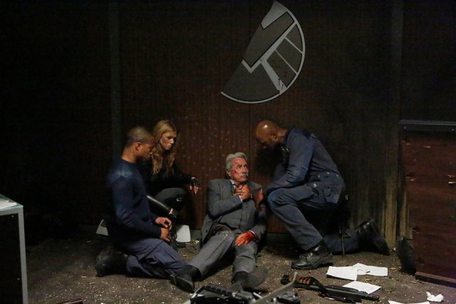 Agents of SHIELD - One Door Closes - Edward James Olmos, Adrianne Palicki, Henry Simmons