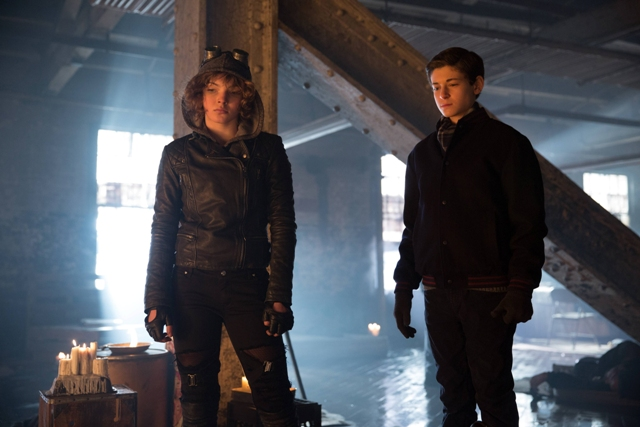 GOTHAM: Selina (Camren Bicondova, L)  and Bruce (David Mazouz, R) in the ?Beasts of Prey? episode of GOTHAM airing Monday, April 13 (8:00-9:00 PM ET/PT) on FOX. ©2015 Fox Broadcasting Co. Cr: Jessica Miglio/FOX