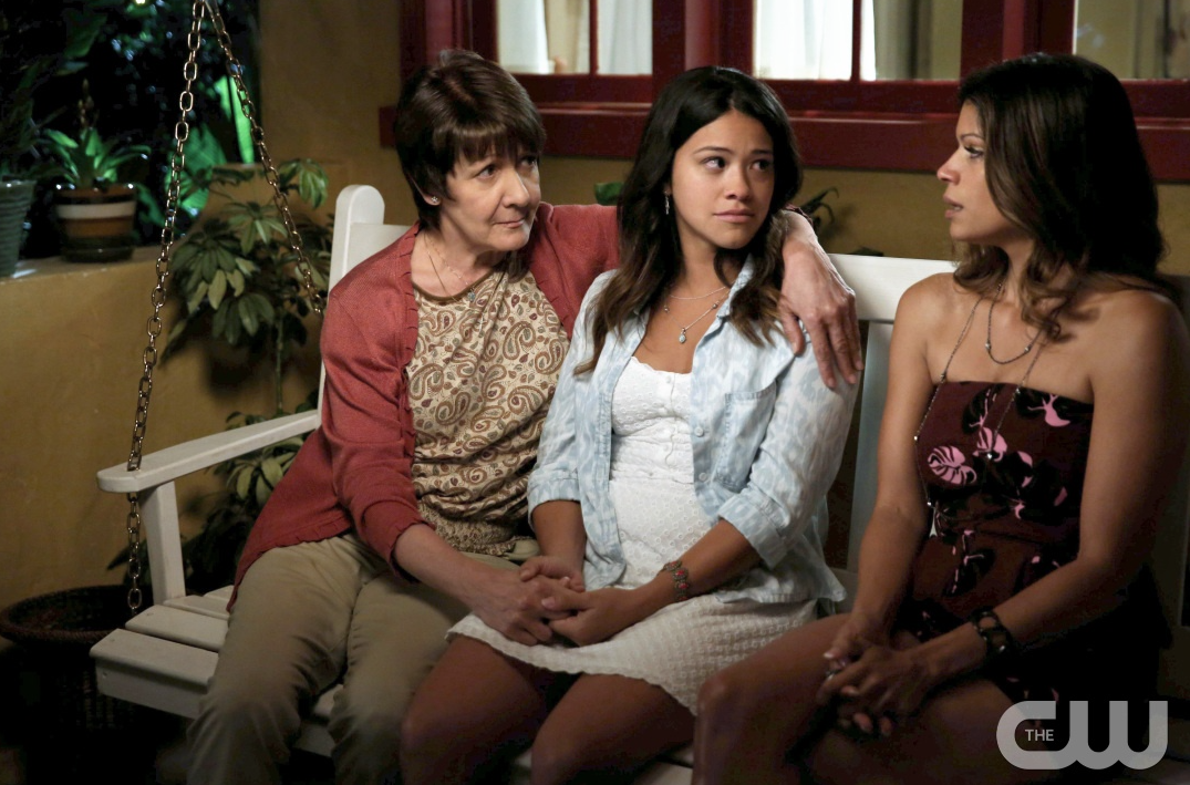Alba, Xo and Jane on the bench on The CW's Jane The Virgin