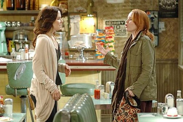 THE RETURN OF JEZEBEL JAMES:  When Sarah Tomkins (Parker Posey, L), the woman who seems to have it all, finds out she can't have children, she forms a plan and reunites with her quirky younger sister Coco (Lauren Ambrose, R) in the new comedy THE RETURN OF JEZEBEL JAMES premiering this season on FOX.  ©2007 Fox Broadcasting Co.  Cr:  Richard Foreman/FOX