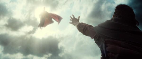 batman-v-superman-trailer-screengrab-10-600x249