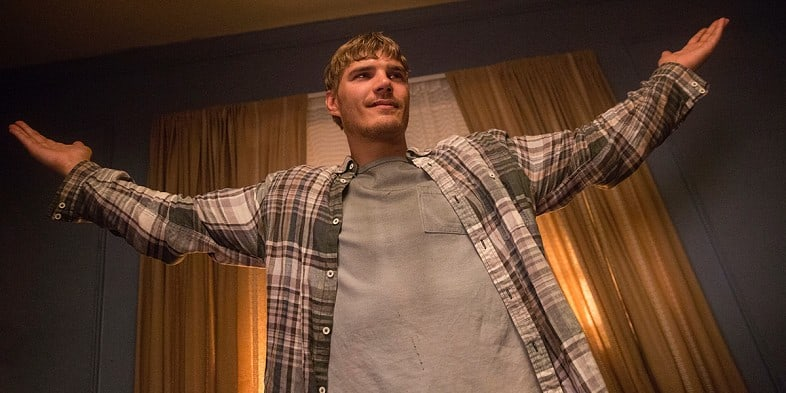 Chris-Zylka-as-Tom-Garvey-in-The-Leftovers-Season-2-Episode-3