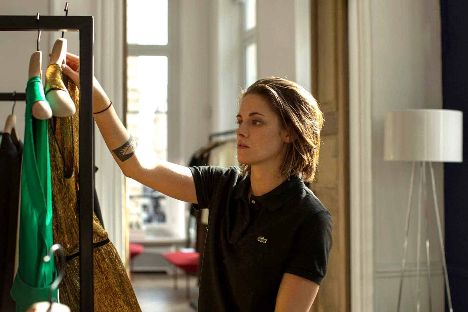"""Personal Shopper"": Naked Kristen Stewart is the Best Thing about Preposterous Ghost-and-Channel-Dress Thriller"