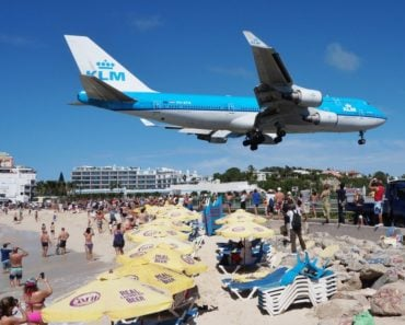 Airplanes landing at the Princess Juliana Airport