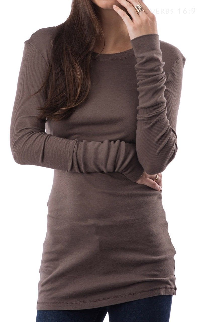 Long, fitted top in brown.