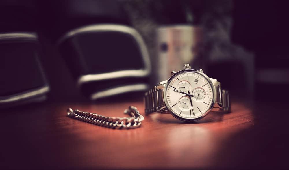 Silver analog wristwatch for men