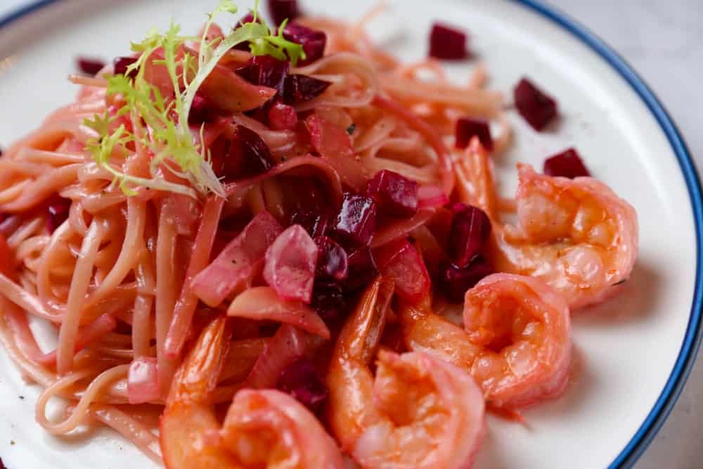 Red cabbage spaghetti with shrimp heads