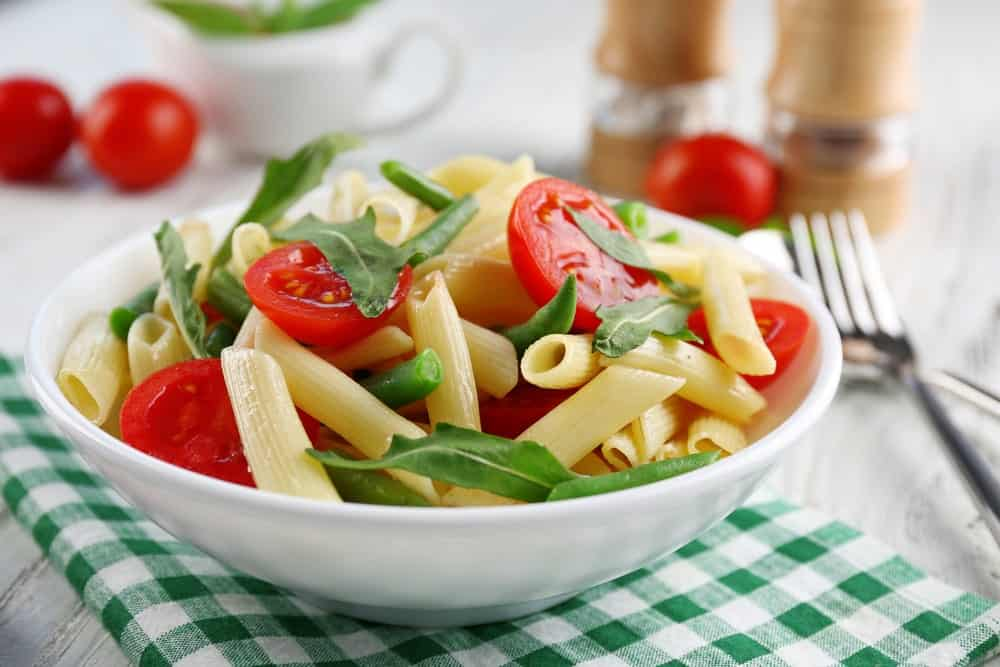 French bean pasta with arugula and tomatoes