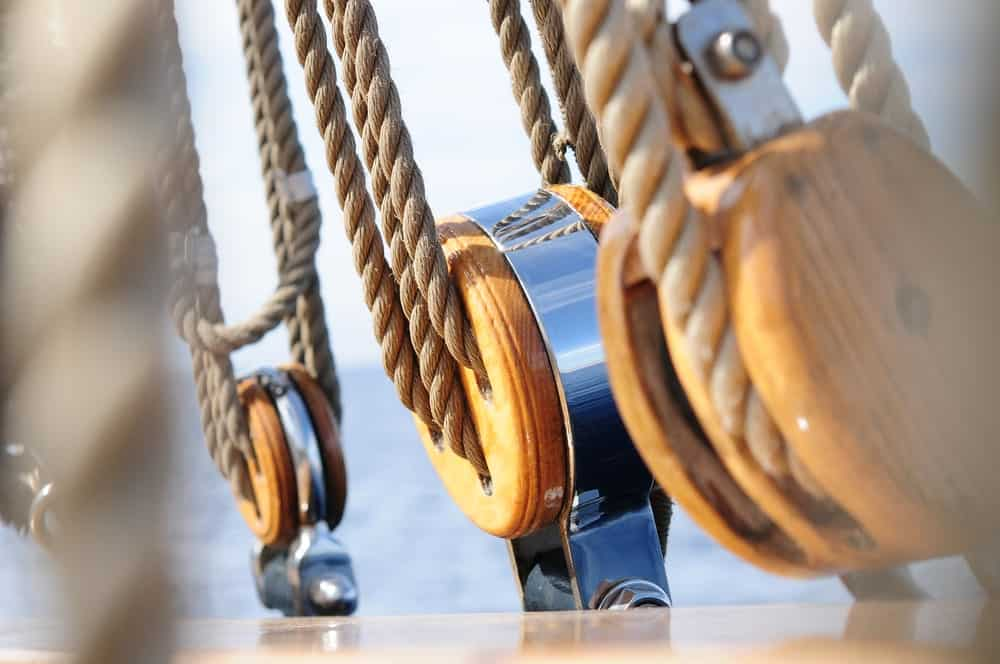 5 Different Types of Pulleys (Plus Examples in Daily Life)
