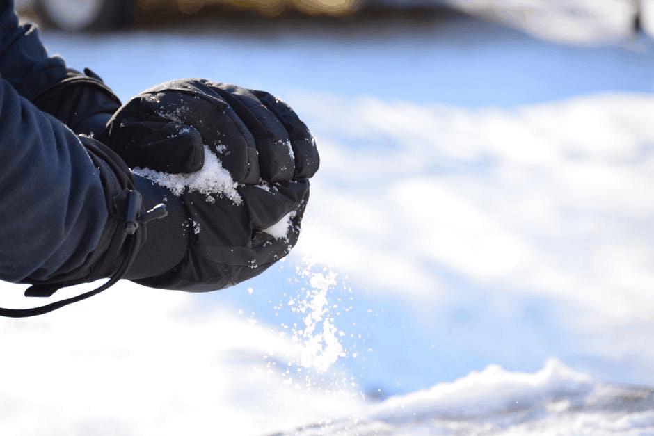 Gloves holding snow
