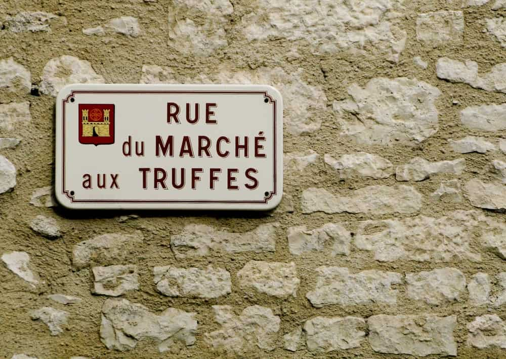 A sign to the French truffle market.