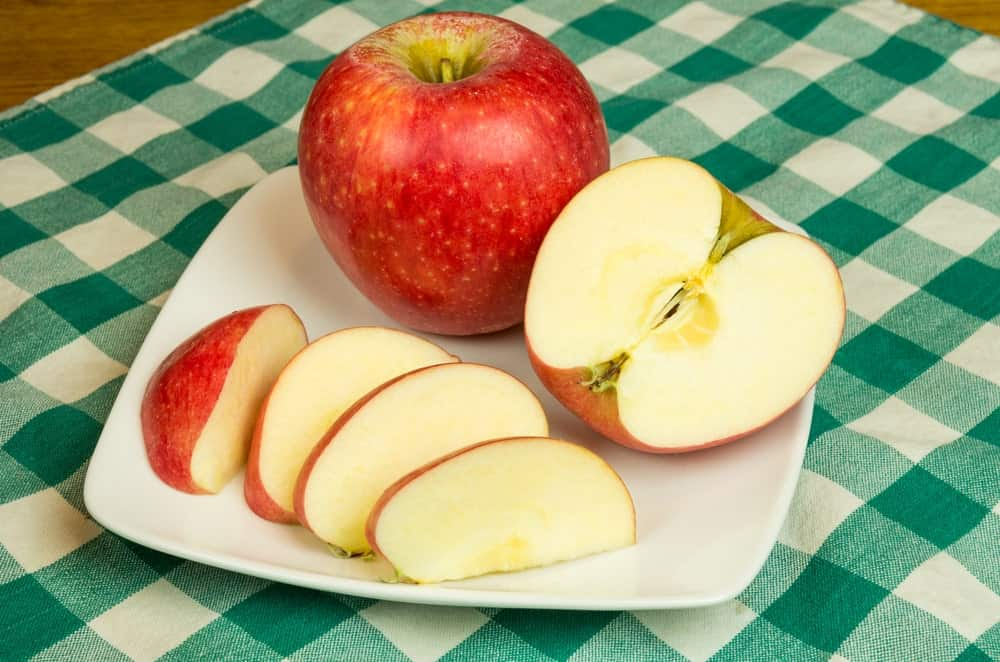 Full and sliced Pinova apples