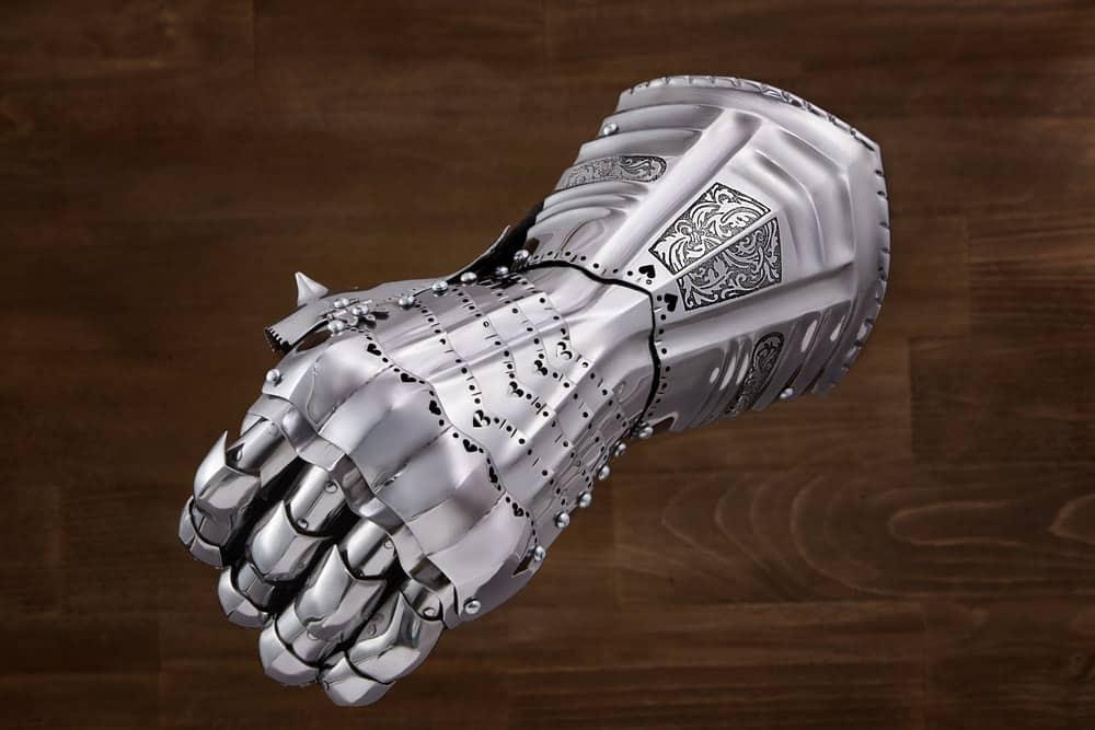 Steel armoroed gloves