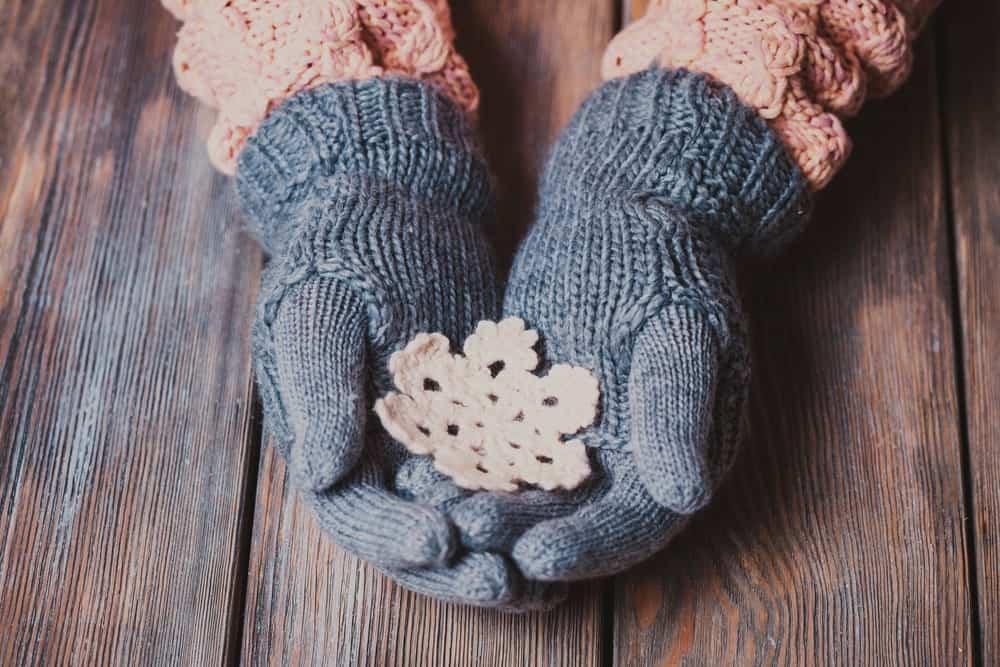 Snug-fit wool gloves