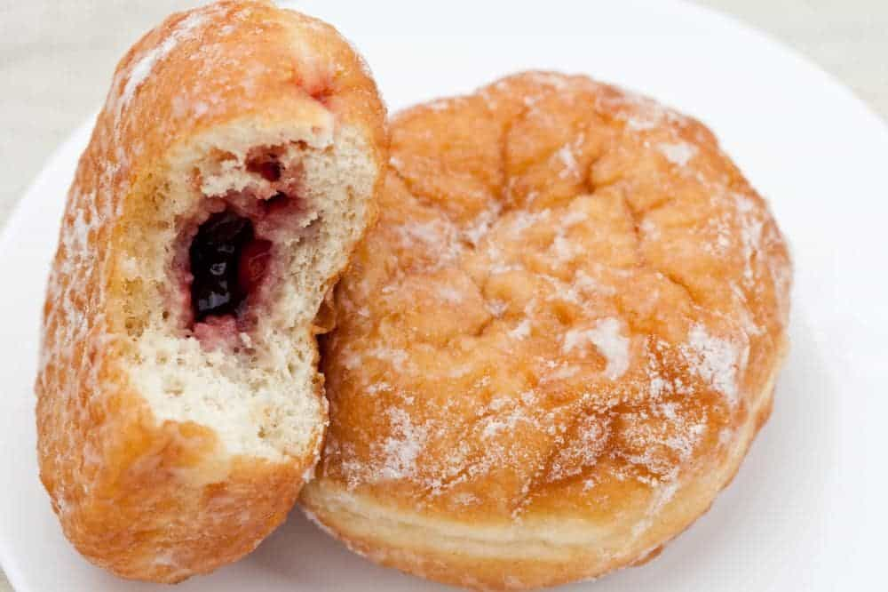 Centre-filled donuts with jelly