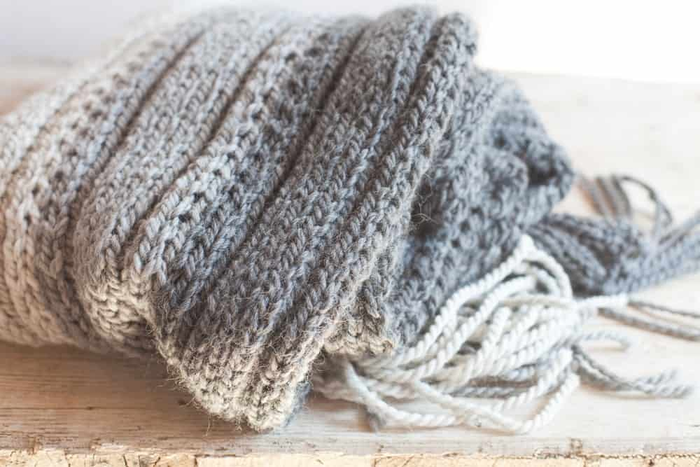 Gray and white wool scarf