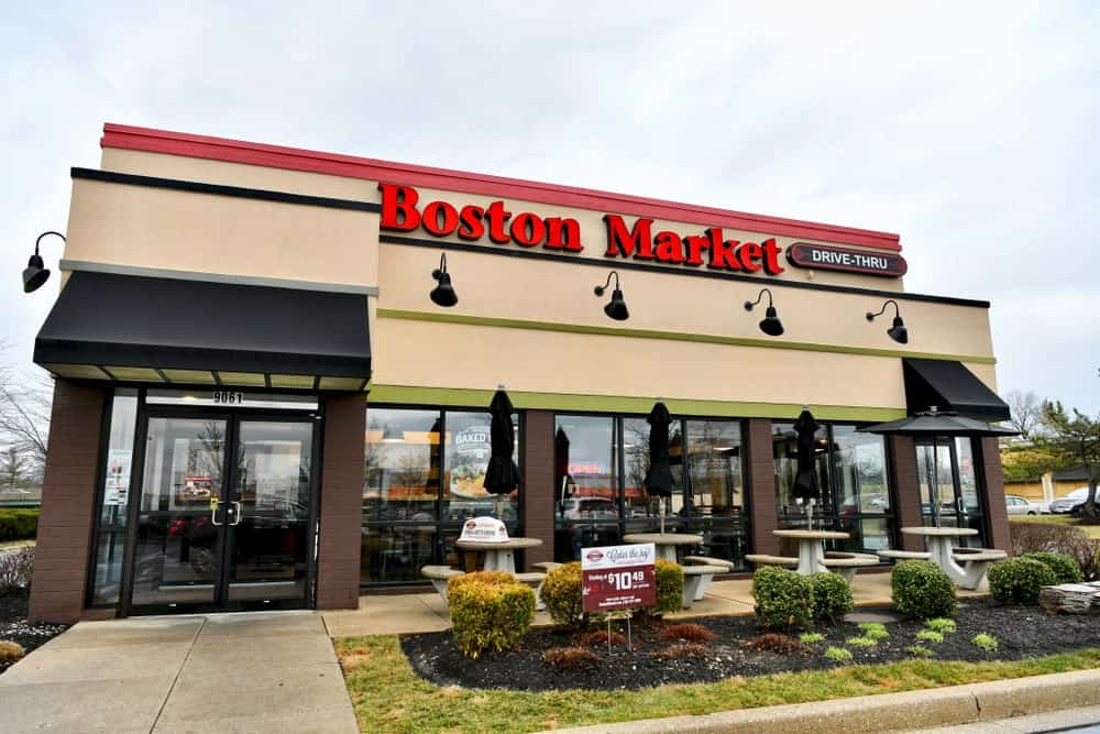 Boston Market restaurant exterior.